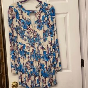 Floral dress with pockets.